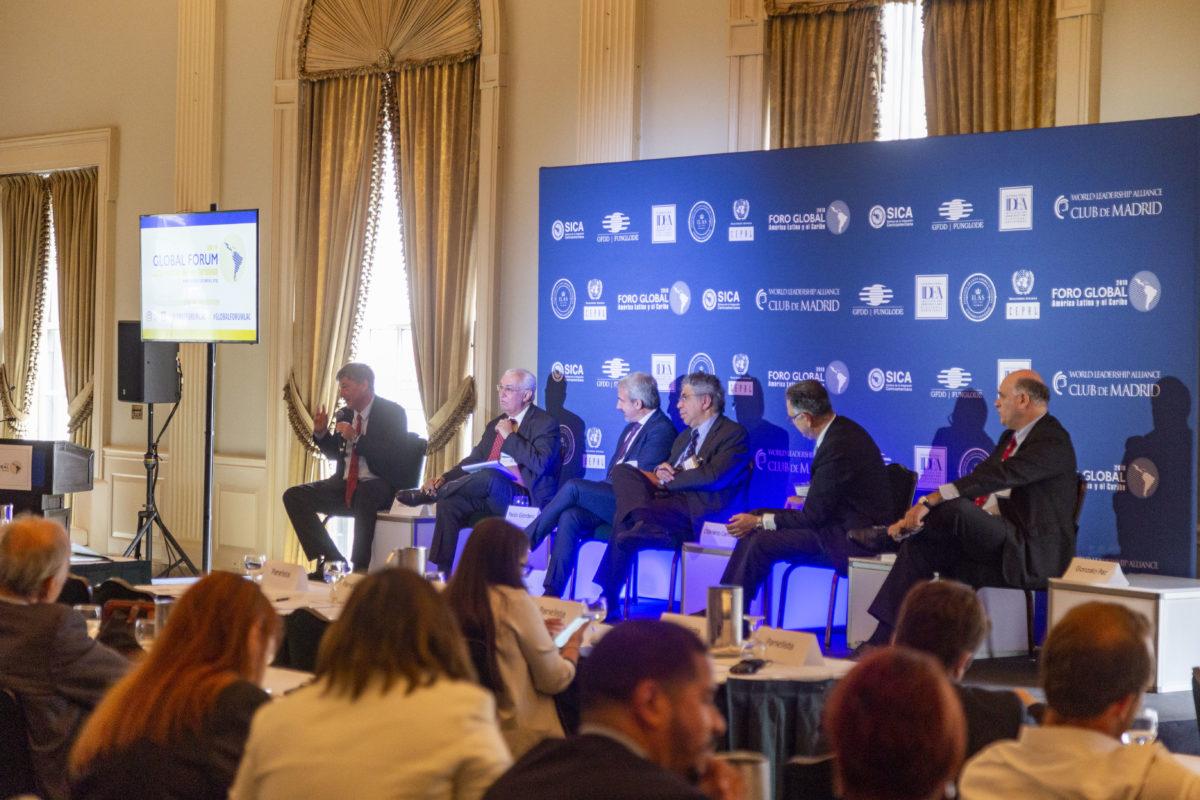 Expertos analizan el impacto de una posible recesión mundial en América Latina y El Caribe